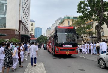 More than 180 E Hospital's doctors travel to HCM City for support